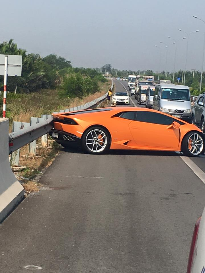 Lamborghini Veneno For Sale >> Orange Lamborghini Huracan Crashed On Highway In Vietnam