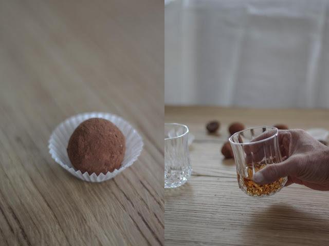 Praline und ein Glas Whisky
