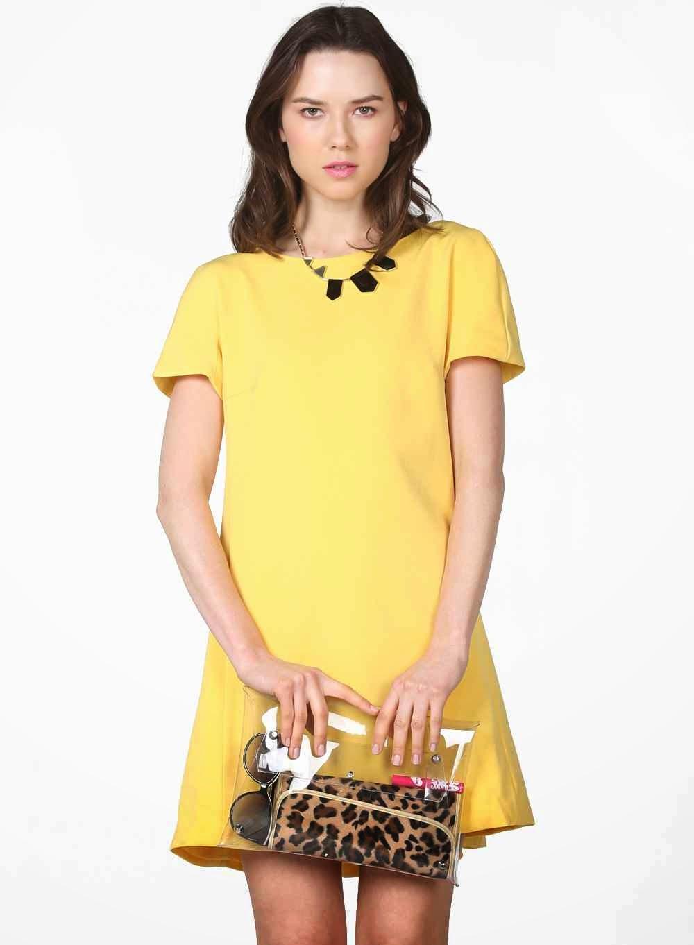 Cómo Combinar un Vestido Amarillo.