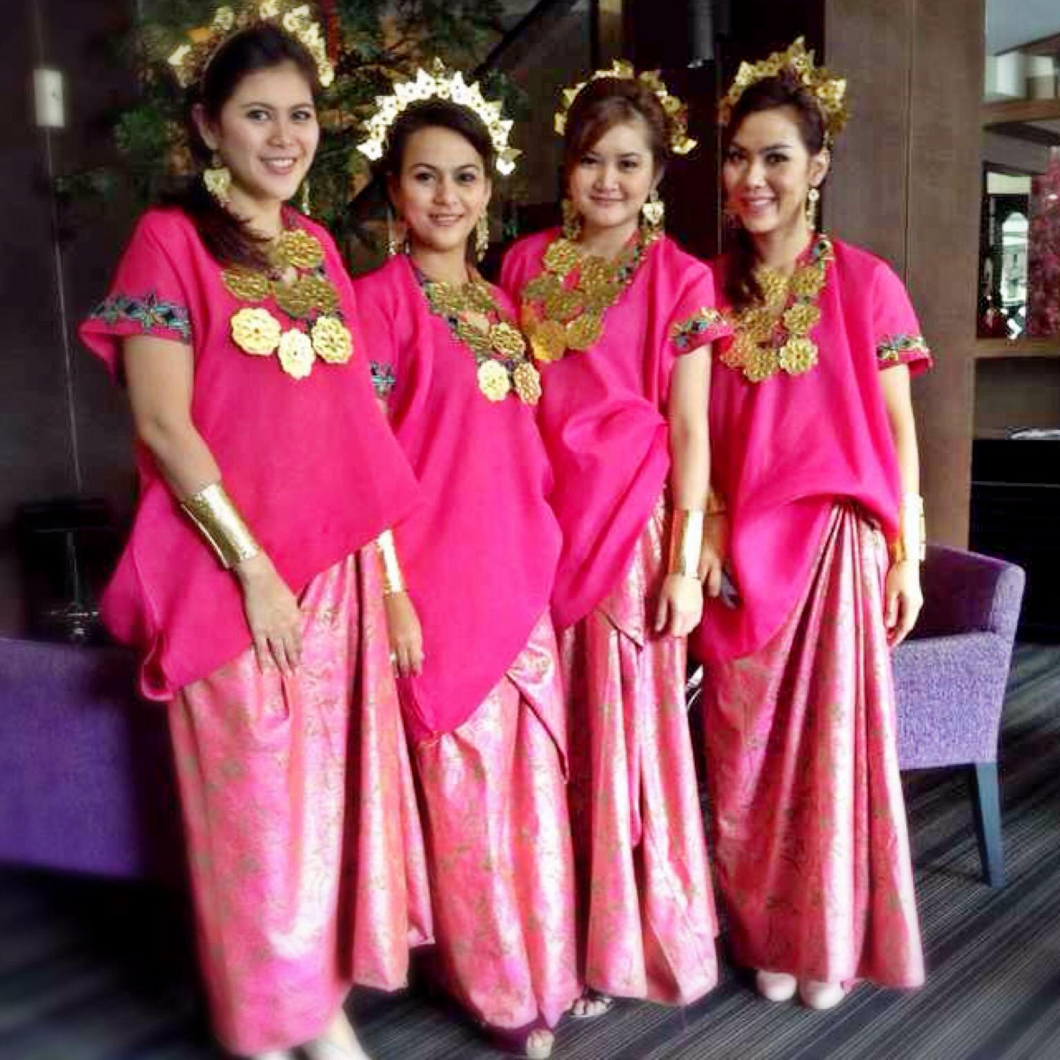 Pakaian Adat Sulawesi Selatan Toraja