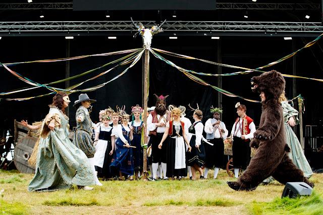 Mozart: Don Giovanni - Anna Patalong, Aoife Miskelly, Sean Boylan (with Joshua Owen Mills behind) - Nevill Holt Opera (photo Lloyd Winters)