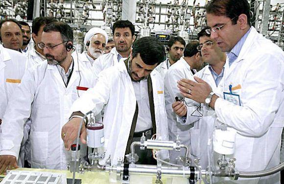 Mahmoud Ahmadinejad mengunjungi fasilitas nuklir Natanz