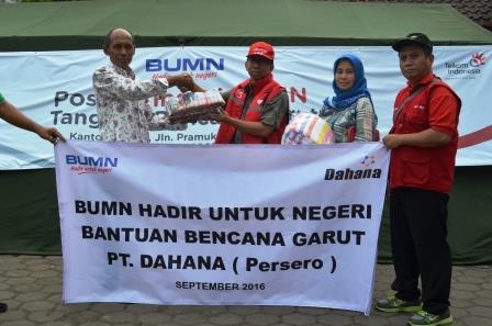 Dahana Kirim Pakaian dan Makanan Untuk Korban Banjir Garut