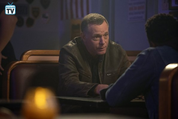 "NUP 184825 0064 595 Spoiler%2BTV%2BTransparent - Chicago PD (S06E08) ""Black & Blue"" Episode Preview"