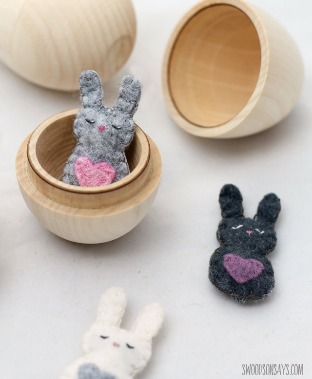 Learn how to make a felt Easter Bunny. Free pattern by Swoodson Says.