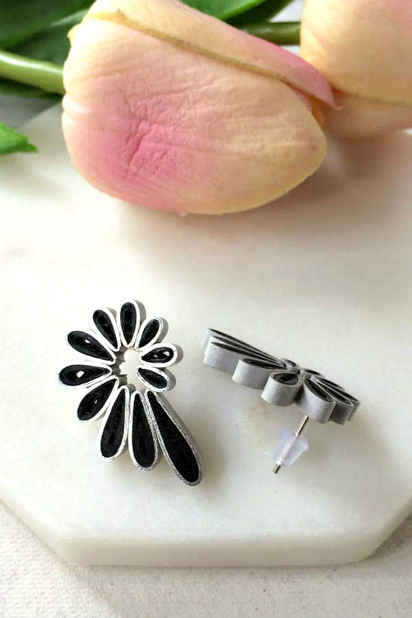 silver and black quilled stud paper earring pair