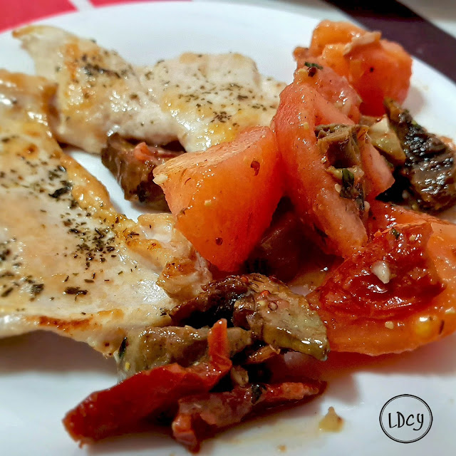 Pechuga A La Plancha Y Ensalada De Tomate Y Alcachofa
