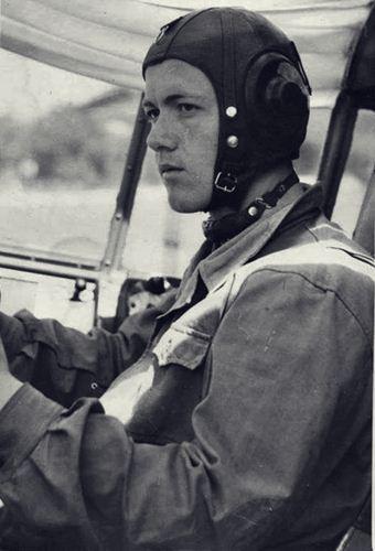 Riza Lahi, pilot