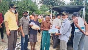 Baznas Distribusikan Zakat Pada Warga Pemacah Batu