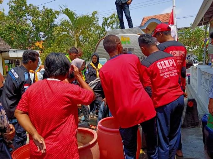 Kelompok Pecinta Alam Kirim Air ke Desa Kekeringan