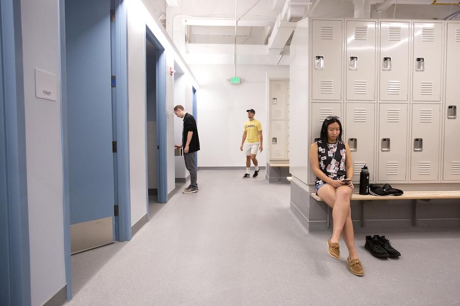 Girls changing gallery