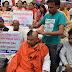 दलित पैंथर कार्यकर्ताओं ने सिर मुंडवाकर अर्पित की देश और प्रदेश सरकार को श्रद्धांजली