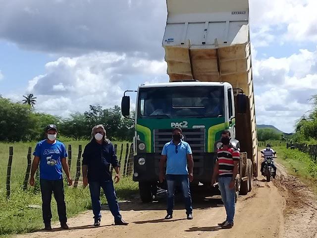 Prefeitura de Amparo inicia melhorias em pontos mais danificados nas estradas vicinais do município