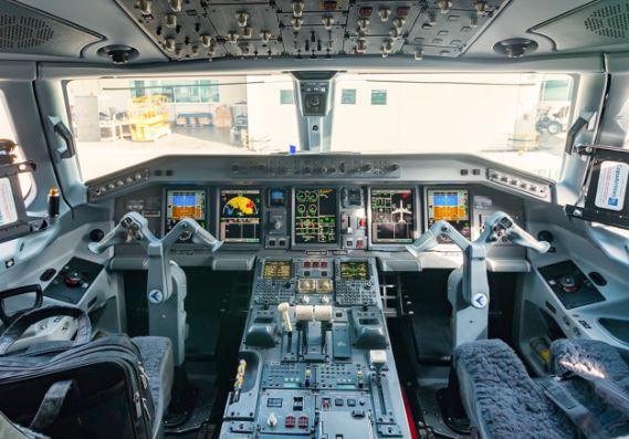 Embraer E190 Cockpit