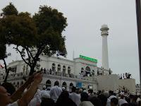 """Puluhan Ribu Massa FPI Padati Masjid Al-Azhar, """"Kita Semua Bisa Habisi GMBI Pengecut"""""""