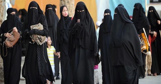Wanita Saudi Arabia dilarang bepergian keluar rumah sendirian