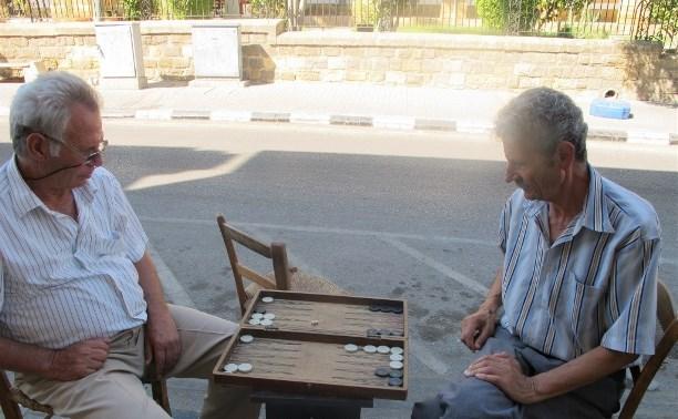 Kaip gyvena praskolinto Kipro ir augančios ekonomikos Lietuvos pensininkai?