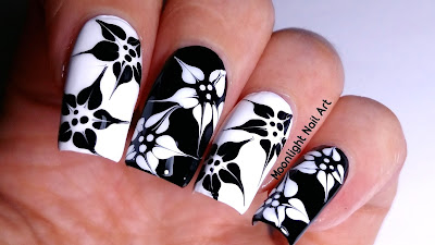BLACK & WHITE FLOWERS NAIL ART
