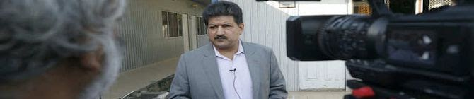 Pakistan: Banned Journalist Hamid Mir Apologises For Making Remarks Against Army