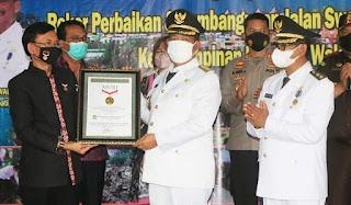 Bupati dan Wakil Bupati Simalungun Terima Piagam Rekor MURI