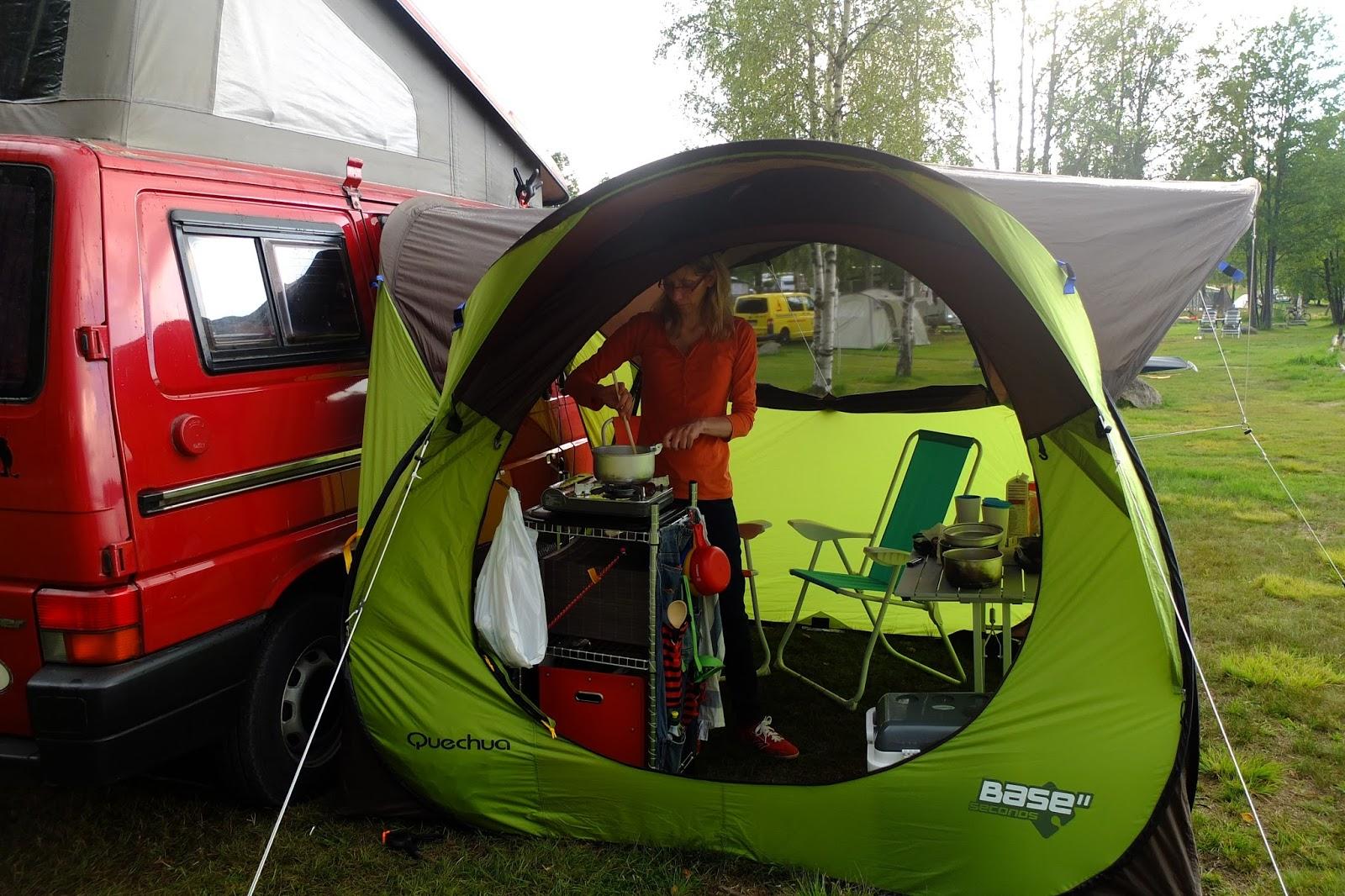 test das quechua wurfzelt pavillon base seconds als vorzelt f r den campingbus. Black Bedroom Furniture Sets. Home Design Ideas