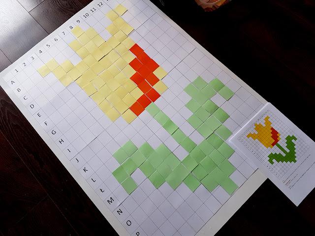 wiosenne kodowanie - kodowanie wiosna Wielkanoc - tablica do kodowania DIY - kodowanie karty pracy do druku - kodowanie króliczek kurczaczek tulipan biedronka pszczoła motylek - kodownie na dywanie