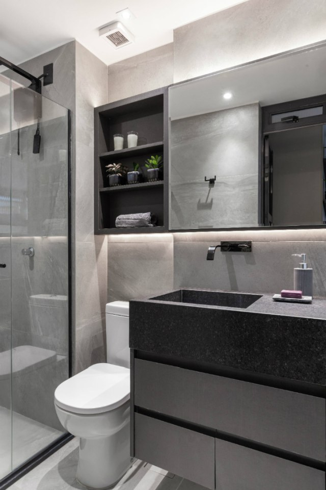 Due piani in 45 mq: un mini appartamento arredato su misura