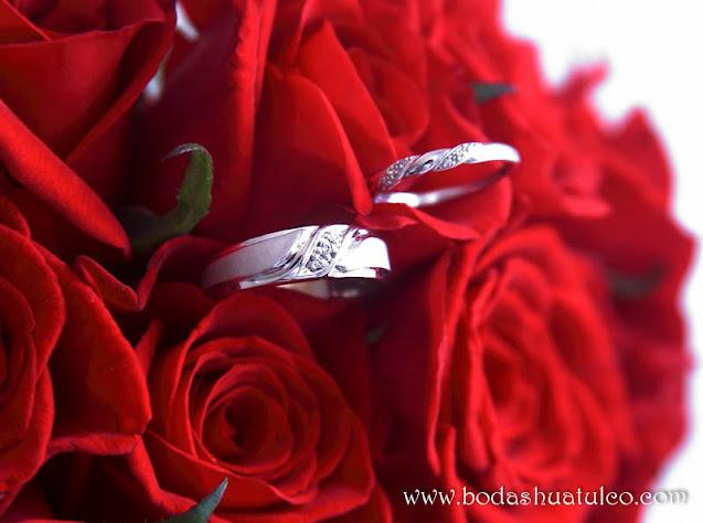 Boda en playa, Ramos de novia en color rojo, Bodas Huatulco, Beach Wedding.