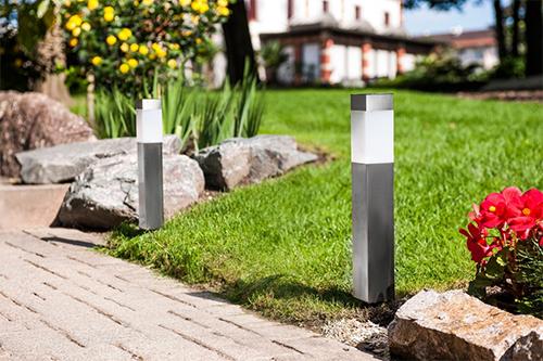 Lampe et balise solaire de jardin borne et clairage for Eclairage exterieur de jardin
