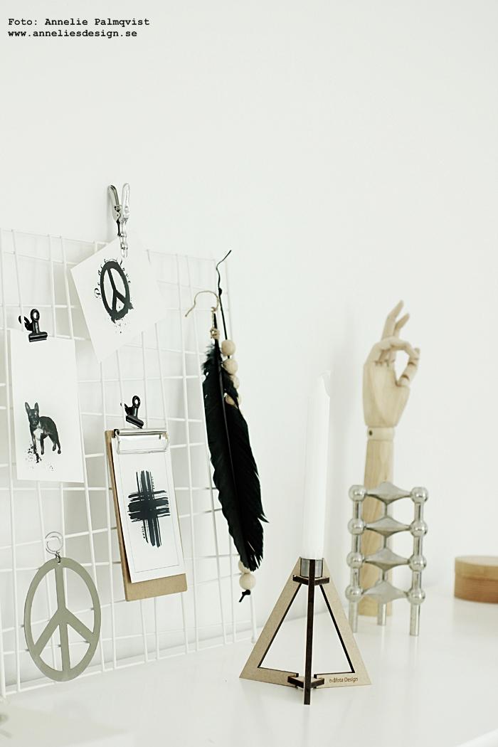 vykort, kort, svartvitt, svartvita, peace, kors, nät, galler, clips, hänga upp, vitt, vit, vita, böset ljusstake från tvåfota design, annelies design, webbutik, webbutiker, webshop, inredning,
