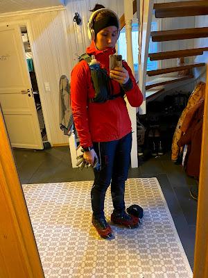 Tässä lähdössä vuorelle, kun on jääpiikit kengissä!