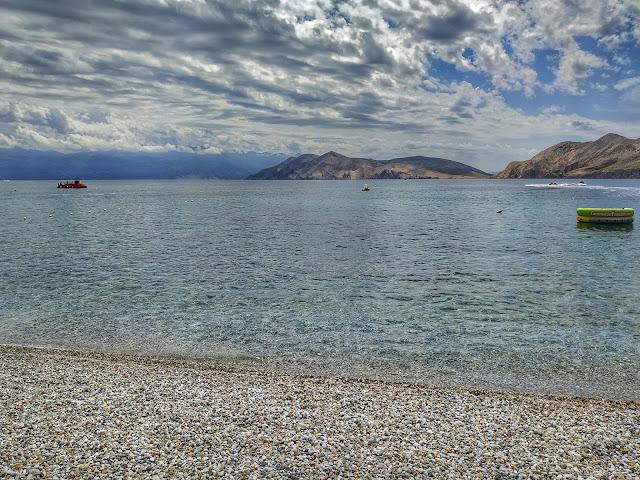 plaża w Baska, jak wygląda, zatoki, przejrzysta i turkusowa woda
