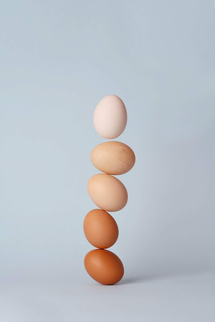 Pile of eggs Photo by 青 晨 on Unsplash