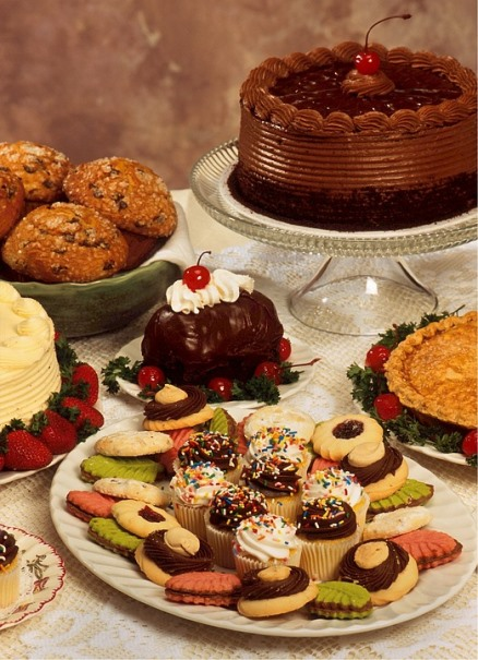 How to Avoid Gaining Weight When Holiday Dieting dessert-table Pixabay image