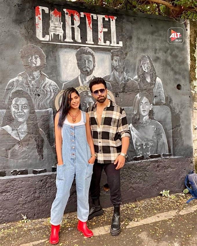 "Poster Launch- मुम्बई की दीवारों पर छाया प्रणति राय प्रकाश और ऋत्विक धनजानी के नए एक्शन ड्रामा 'कार्टेल' का ग्रैफिटी पहनावा पोस्टर ! ""Cartel"" with Graffiti on Mumbai walls !"