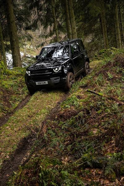 Land Rover Defender 2022 ganha versão V8 com 525 cv