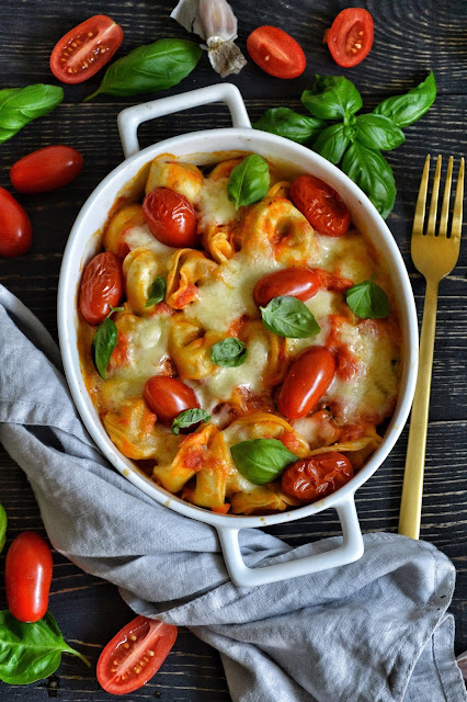 Tortellini z sosem pomidorowym