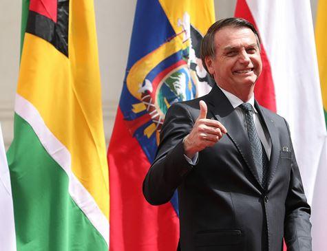 Bolsonaro nega ditadura e diz que regime viveu probleminhas