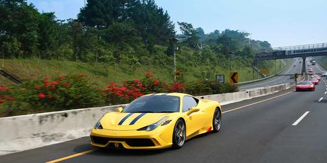 Baksos Pemilik Ferrari Sambangi Kampung Kumuh