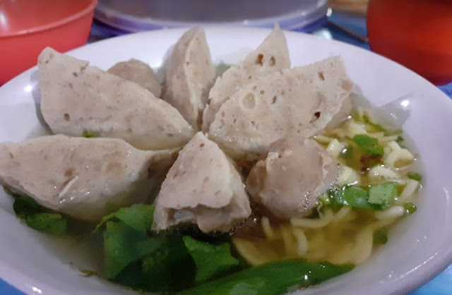 Wisata kuliner di Banjarbaru tak lengkap jika anda tak mencoba kuliner bakso yang menggoda. Ada banyak depot bakso Banjarbaru, namun tidak semuanya cocok dilidah.