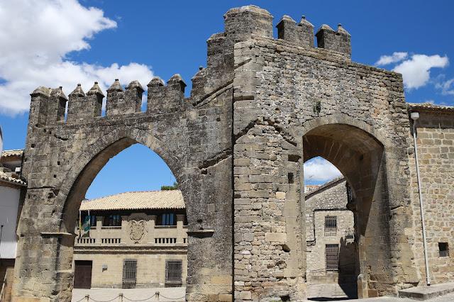 El Arco de Villalar y La puerta de Jaén