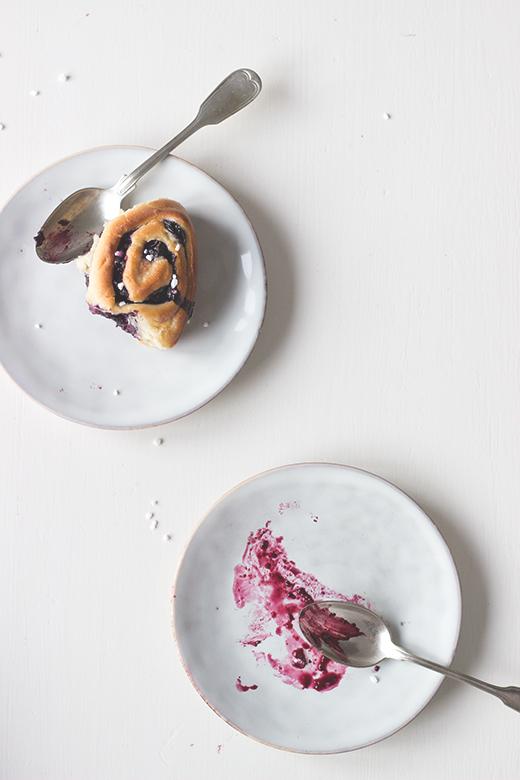 Saftige Heidelbeer-Zimtschnecken mit Creme fraiche. Rezept von Holunderweg18