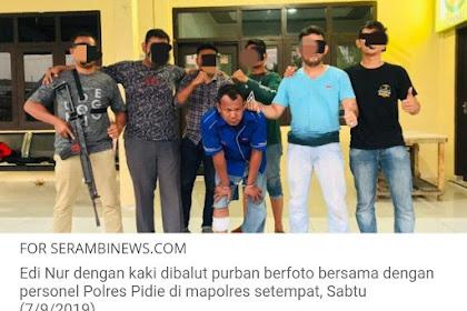Si Edi Jitimbak Lé Peulisi Bak Gatéh Lheuh Jigrôp Dari Rumoh Aceh