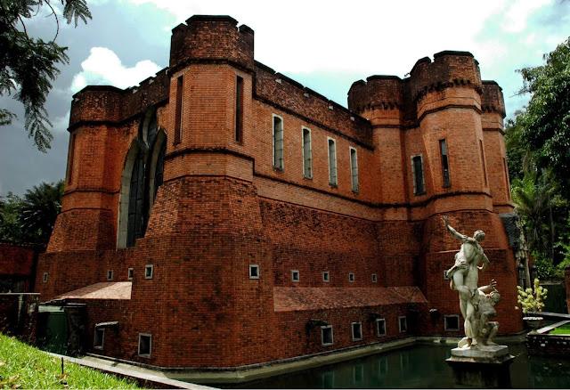 O Instituto conta com 30.000m² para quem gosta de exposição e oficinas de arte, museus e acervo