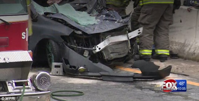 Los restos del vehículo. FOTO: Fox