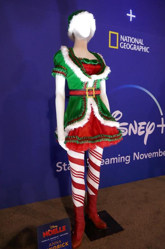 Anna Kendrick Noelle film costume