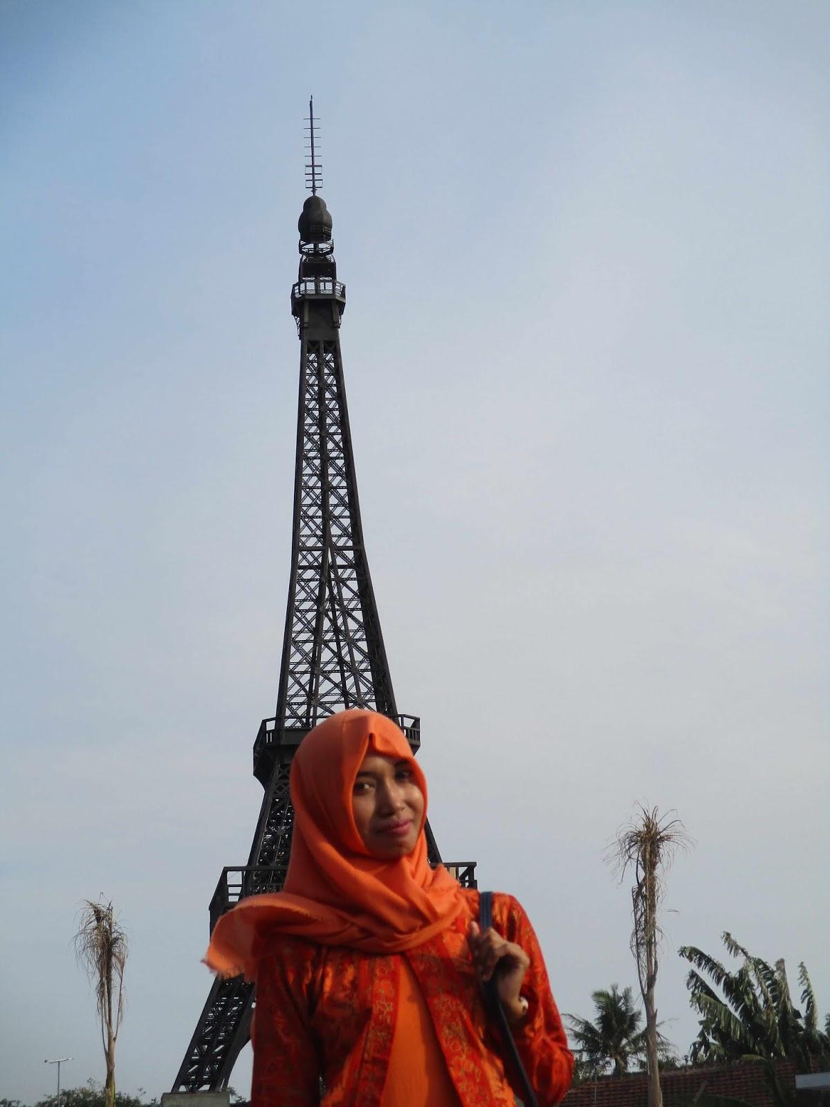 Menara Eiffel Patung Liberty Hingga Patung Susu Tumpah