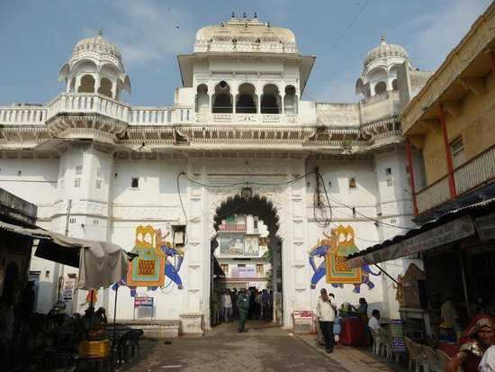shrinathji-top-places-to-visit-in-udaipur