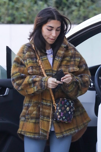 Chantel Jeffries – Arrive at a luxurious hotel in Los Angeles