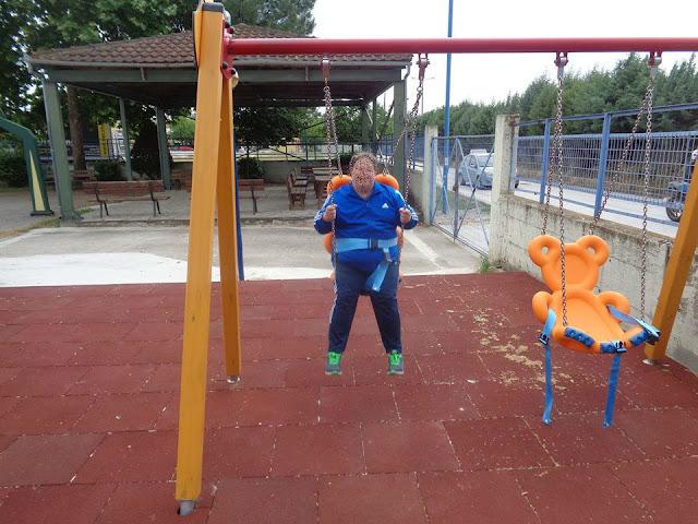 Τα παιδιά των ΚΔΑΠ ΑμεΑ επισκέφθηκαν για πρώτη την παιδική χαρά για ΑμεΑ στη Λάρισα